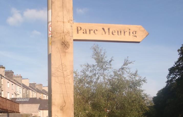 Postyn Cyfeirio Parc Meurig